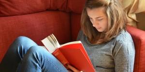 Cara Membangun Kebiasaan Membaca Buku dengan Mudah dan Mengasyikkan
