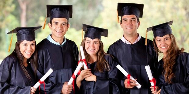 Ilustrasi lulus kuliah tepat waktu