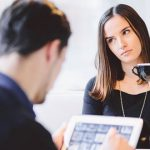 10 Cara Menghadapi Pacar yang Cuek dan Tidak Romantis