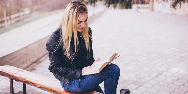 Ilustrasi baca buku