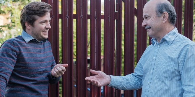 10 Cara Bijak Menghadapi Tetangga yang Sok Kaya