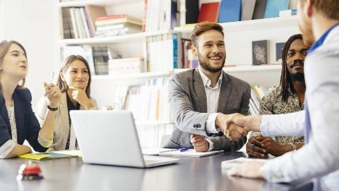 Memperluas koneksi bisnis